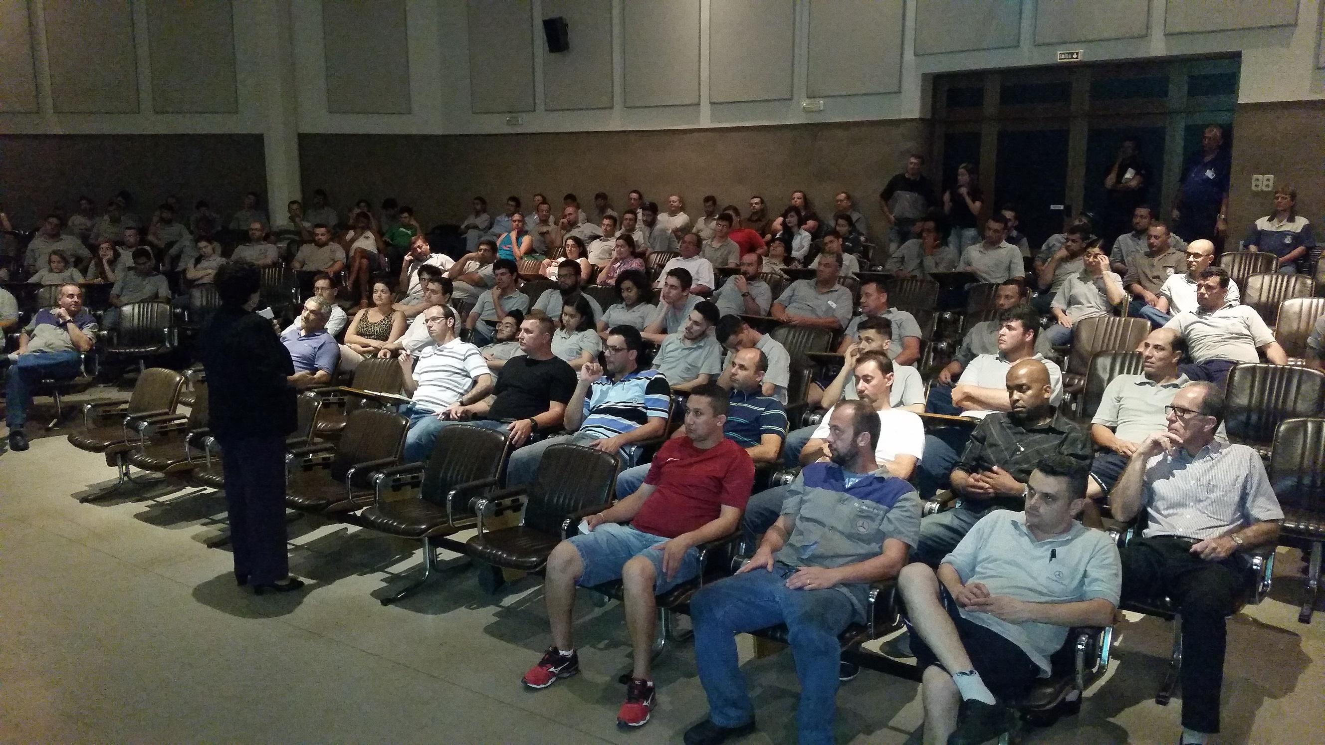 Palestra de Educação Financeira ministrada por Odete Reis aos Funcionários da Mercedes-Benz em SBCampo  - SP